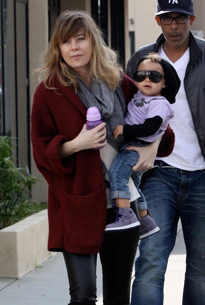 Avec son bonnet et ses lunettes de soleil, la petite Stella Ivery est trognon !