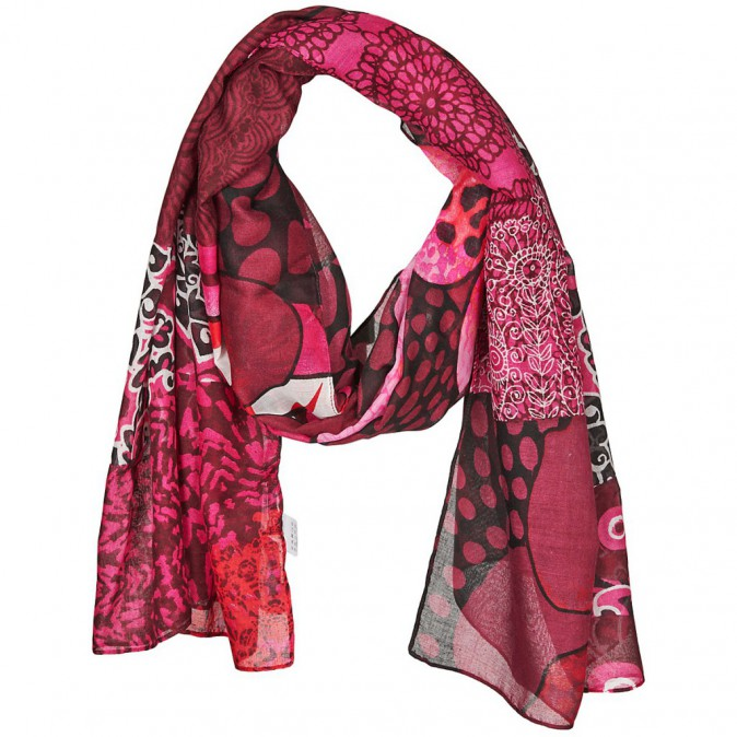Un foulard Desigual
