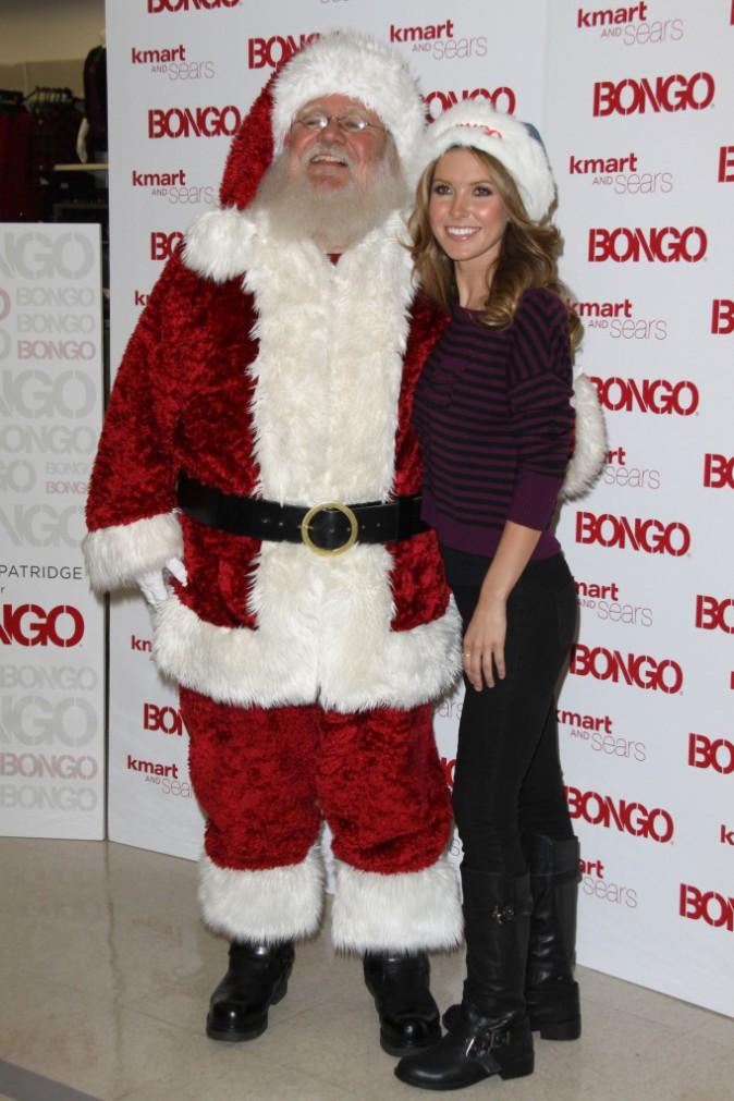 """L'ancienne star de """"The Hills"""", Audrina Patridge en décembre 2010 très contente de retrouver le père Noël"""