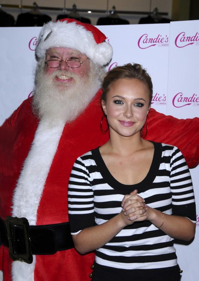 La superbe Hayden Pannettiere aux côtés d'un père Noël plus joyeux que jamais