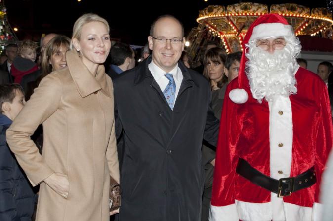 Le prince Albert II, la princesse Charlotte de Monaco et le père Noël en décembre 2011