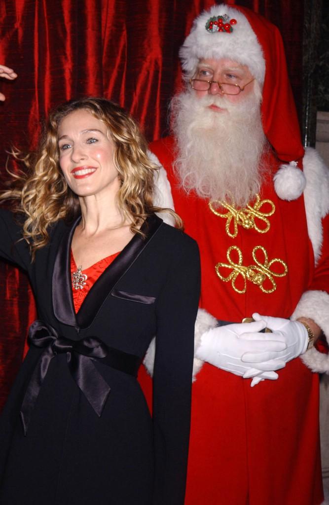 Notre Sarah Jessica Parker plus rayonnante que jamais aux côtés du père Noël