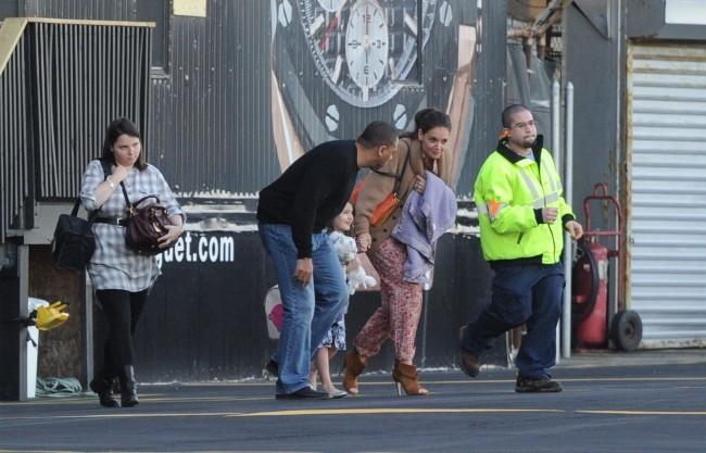 Suri Cruise et sa maman Katie Holmes à l'héliport de New York, le 27 mars 2012.