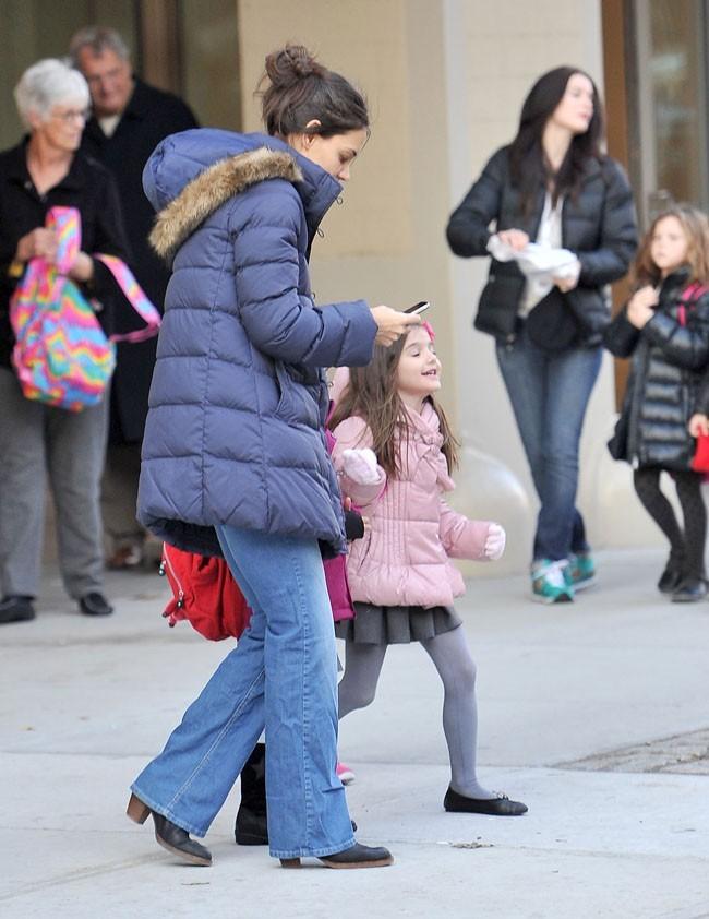 Suri Cruise à la sortie de son école de New-York le 29 novembre 2012