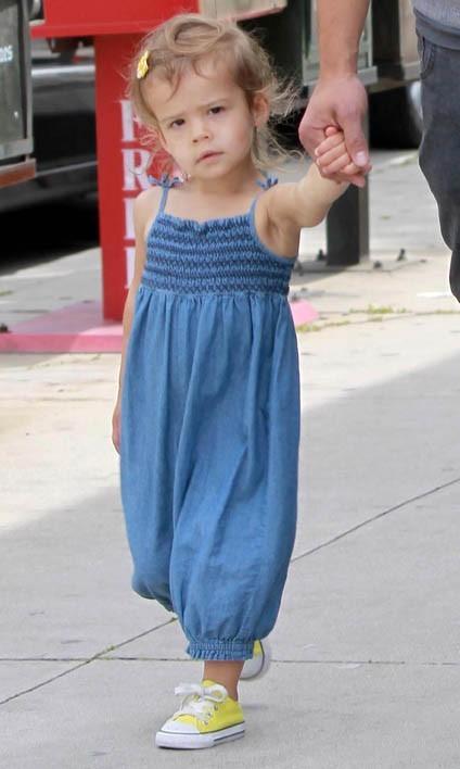 La fille de Jessica Alba aime bien le look garçon manqué !