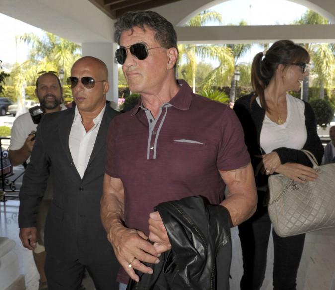"""Sylvester Stallone et sa fille arrivent à Marbella pour la promo d'""""Expandables 3"""", le 5 août"""