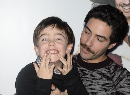 Photos : Tahar Rahim : un Père Noël craquant pour la première de son nouveau film !