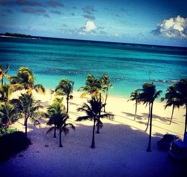 Photos : Tal : en bikini aux Bahamas, son Nouvel An a un goût de paradis !