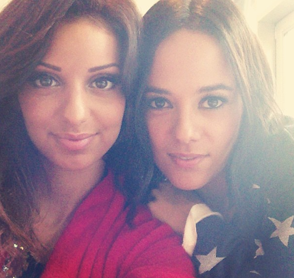 Selfie partagé avec sa copine Alizée !