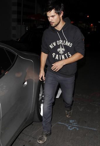 Taylor Lautner à Los Angeles le 12 décembre 2013