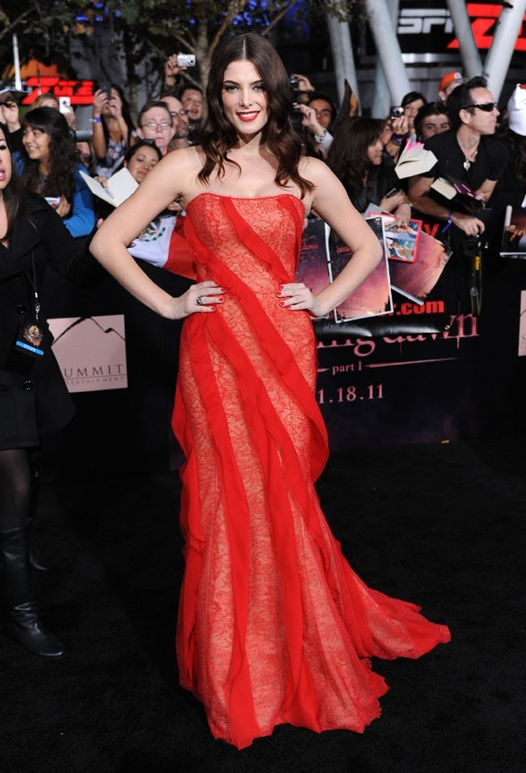 Ashley Greene en longue robe bustier !