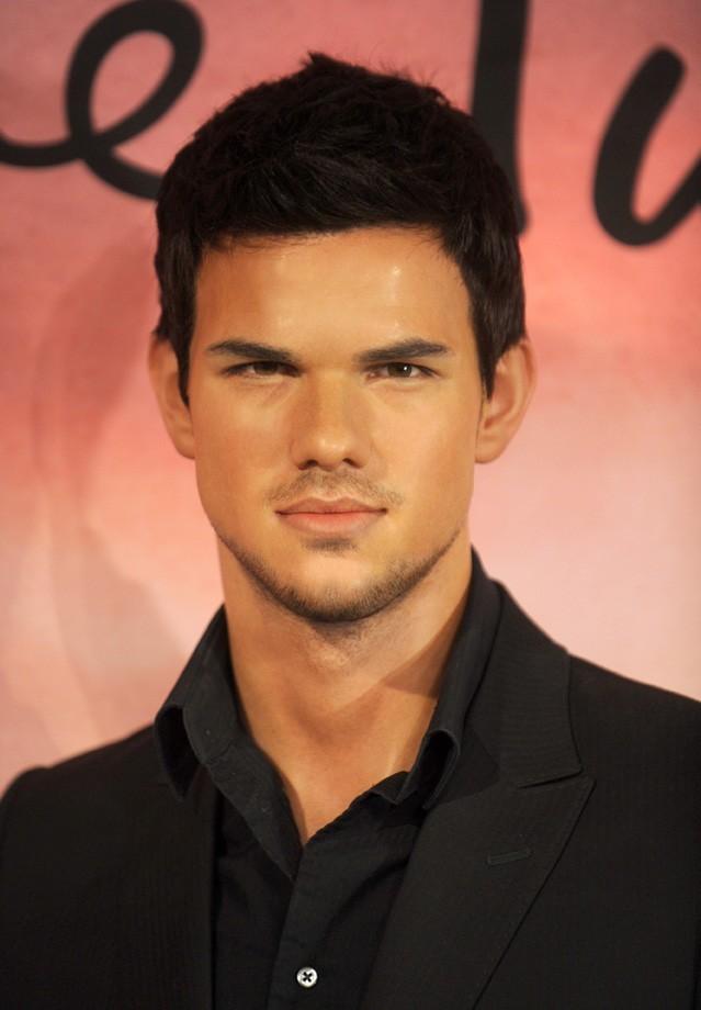La statue de cire de Taylor Lautner dévoilée au musée Madame Tussaud de New-York le 15 novembre 2012