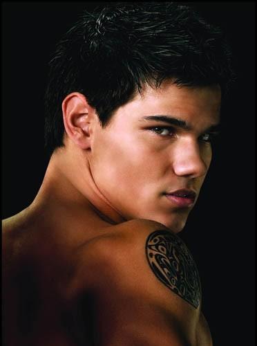Taylor Lautner sombre et sexy dans son rôle de loup garous