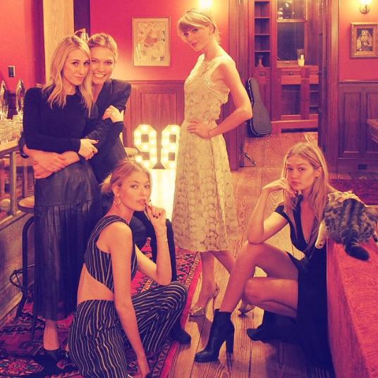 Taylor Swift, Karlie Kloss, Gigi Hadid, Martha Hunt et Ashley Avignone