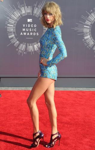 Taylor Swift : du tapis rouge à la scène, elle assure le show !