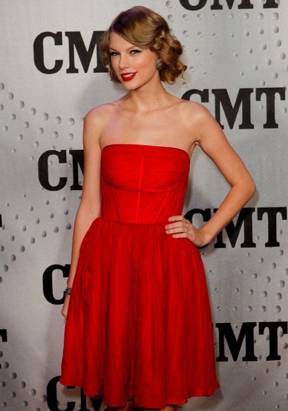 Taylor Swift aux CMT Awards hier soir à Nashville