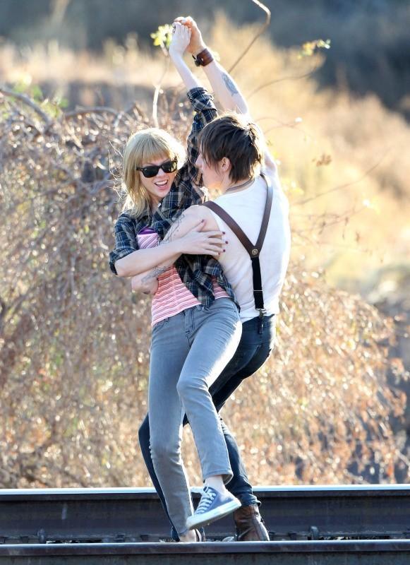 """Taylor Swift sur le tournage de """"I Knew You Were Trouble"""" à Acton en Californie, le 19 novembre 2012."""