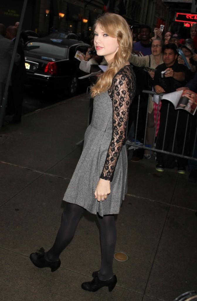 Taylor Swift quittant le plateau de Good Morning America à New York, le 13 octobre 2011.