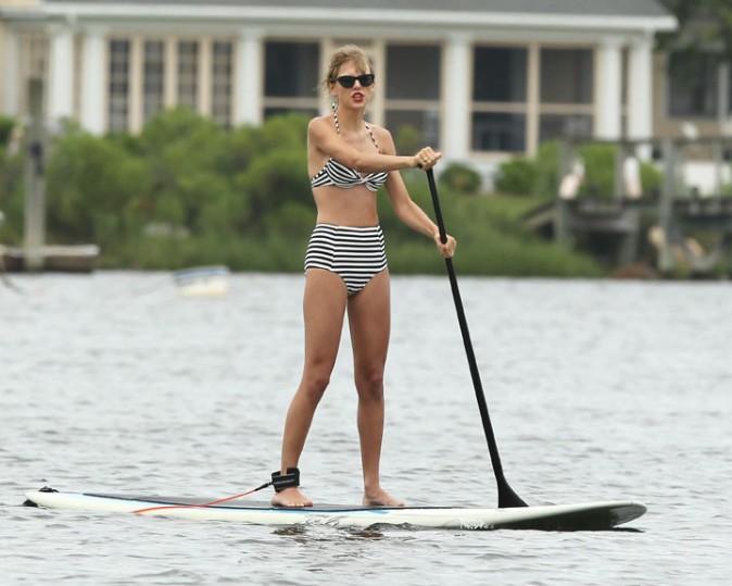 Taylor Swift en sortie paddle à Westerly, dans le Massachusetts, le 28 juillet 2013