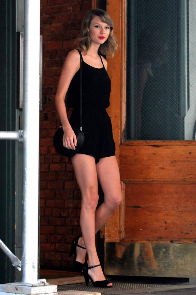 Photos : Taylor Swift : son album bientôt terminé, gambettes à l'air elle prend du bon temps à New-York !