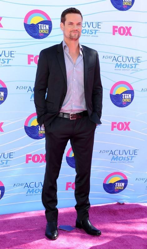 "Shane West de ""Nikita"" aux Teen Choice Awards 2012"