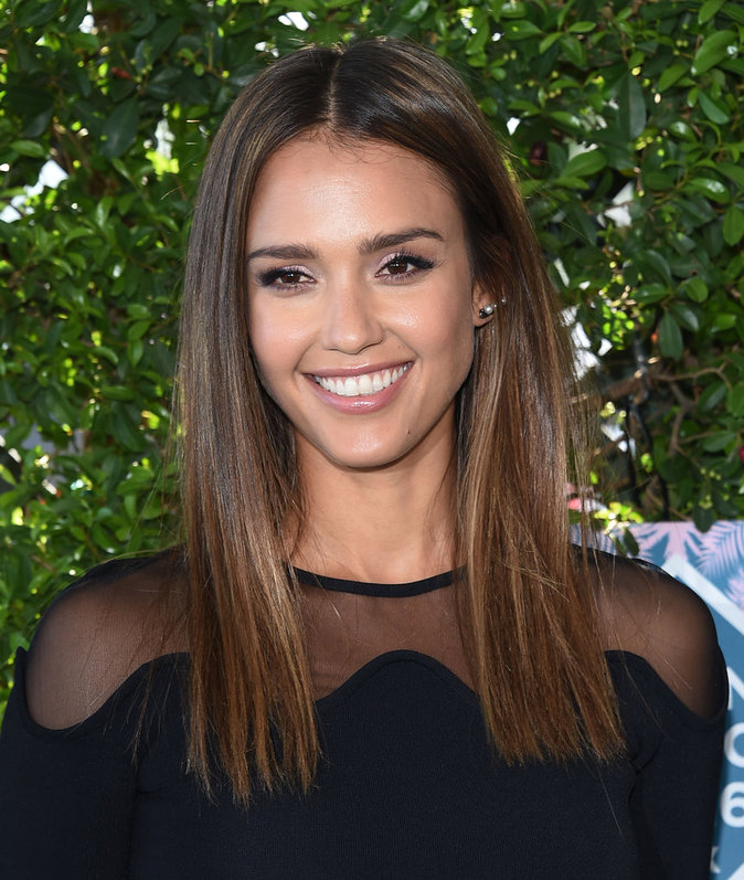 Jessica Alba en David Koma pour les Teen Choice Awards 2016