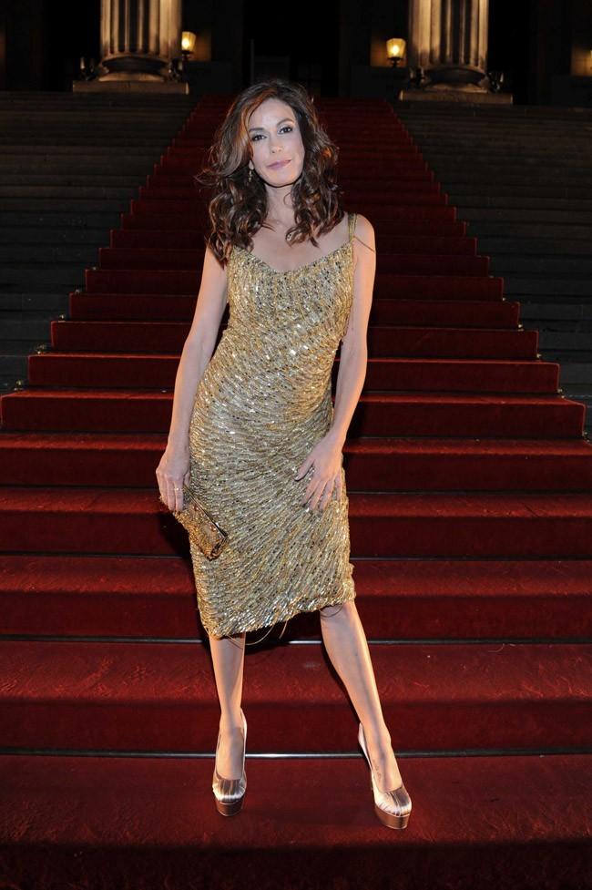 Sublime dans sa robe dorée !