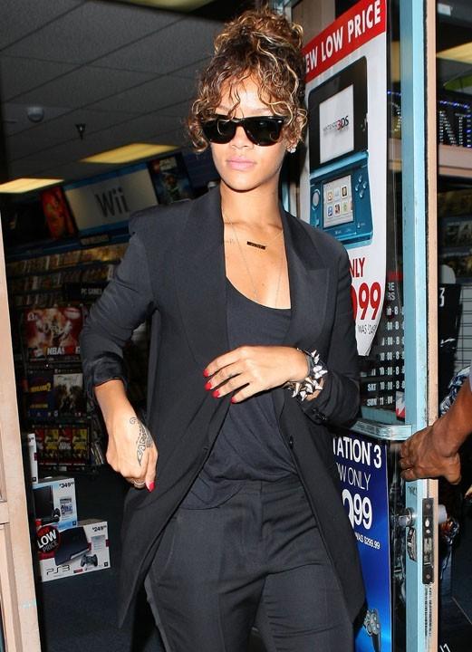Rihanna invite 100 membres de sa tournée dans un pub irlandais
