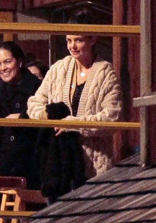 Katie est aux anges, elle l'aime bien, finalement, son Tom !
