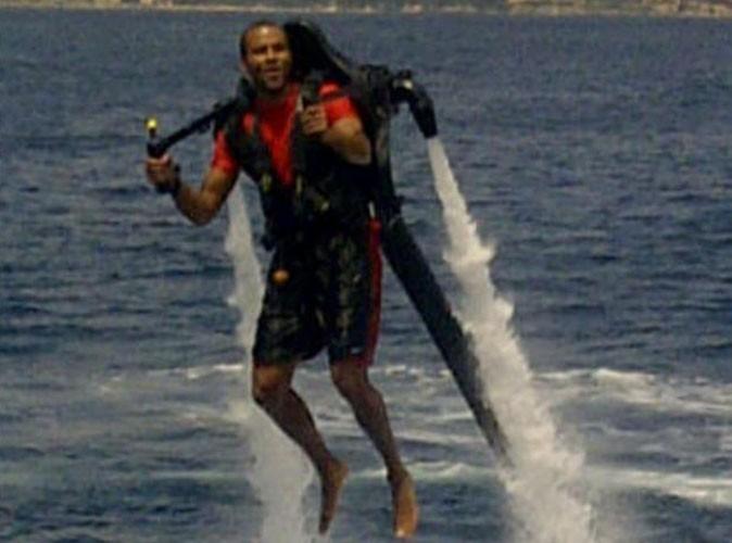 Tony Parker faisant du Jetlev en Corse, le 8 juillet 2011.