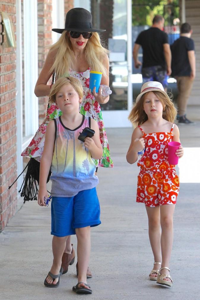 Photos : Tori Spelling : en famille pour la fête des mères alors que les rumeurs la disent anorexique…