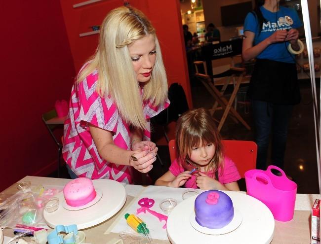 Tori Spelling et Stella le 18 février 2013 à Thousand Oaks