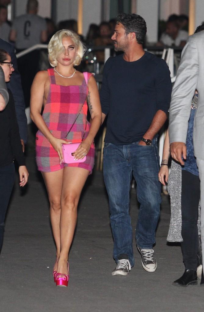 Photos : toujours en rémission, Lady Gaga peut compter sur son homme !