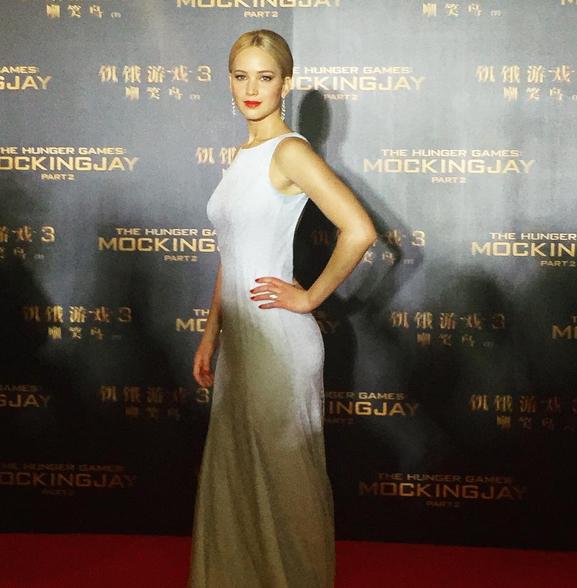 Photos : toujours époustouflante, Jennifer Lawrence part à la conquête de Pékin !