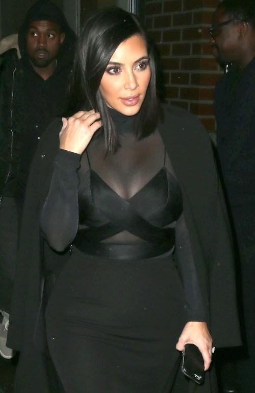 Kim et sa robe trnasparente...