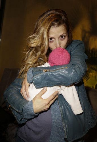 Photos : Tristane Banon présente sa petite Tanya !
