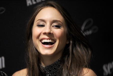Photos : Troian Bellisario : oublié les troubles du passé, l'actrice s'affiche tout sourire pour le lancement de la Pretty Little Liars fashion co...
