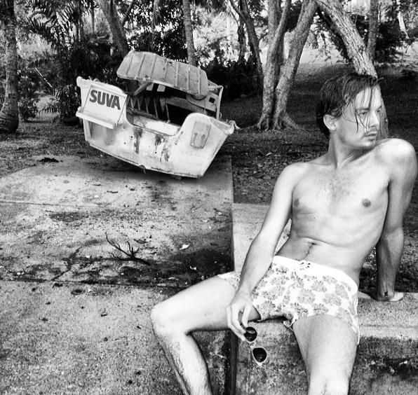 Photos : Tyler Blackburn (Pretty Little Liars) : pas un brin pudique, il montre ses fesses !