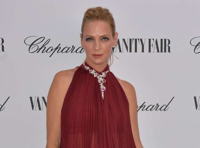 Uma Thurman : élégante en rouge pour s'offrir un nouveau tapis à Venise !
