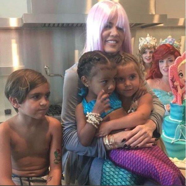 Tatie Khloe et les enfants sont à la fête!