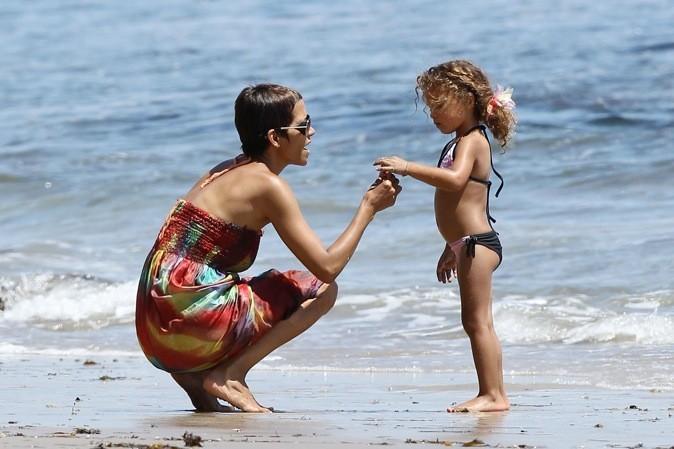 Halle Berry les pieds dans l'eau avec sa fille !