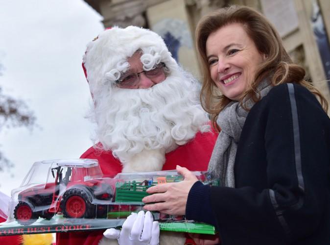 Photos : Valérie Trierweiler : Mère Noël d'un jour !