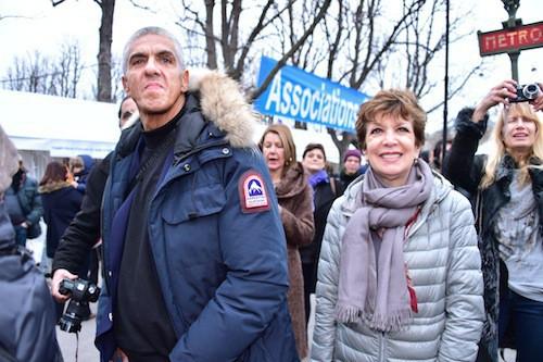 Samy Naceri et Catherine Laborde à la distribution de cadeaux du Secours Populaire