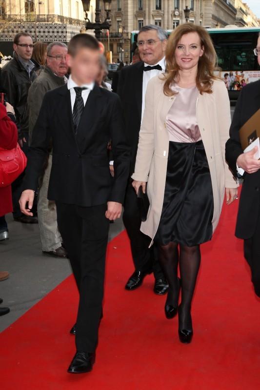 Valérie Trierweiler et son fils au gala de l'Opéra Garnier, le 15 avril 2013 à Paris