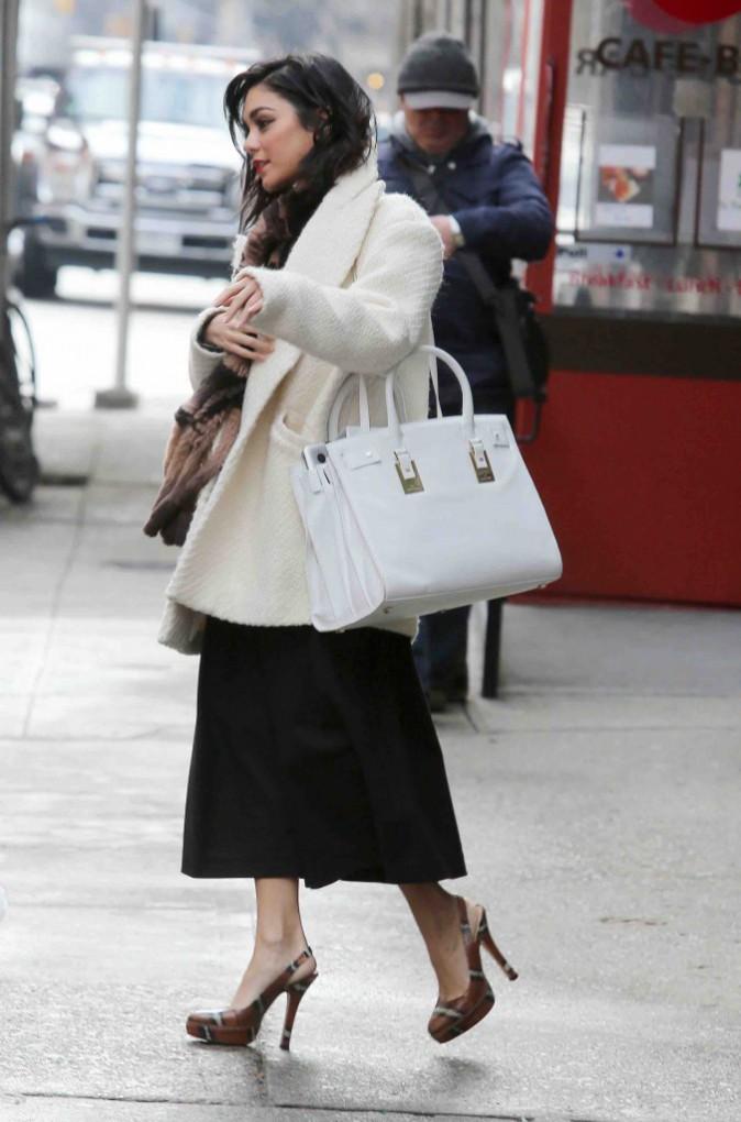 Vanessa Hudgens : à fond dans son rôle de Gigi même en dehors du théâtre !