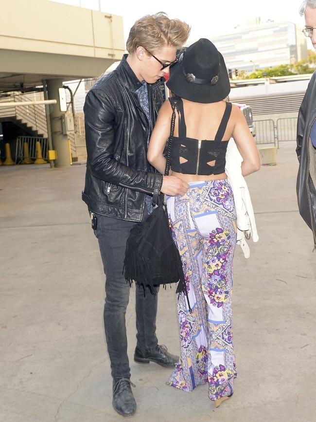 Vanessa Hudgens et Austin Butler à leur arrivée au concert des Rolling Stones à Los Angeles le 4 mai 2013