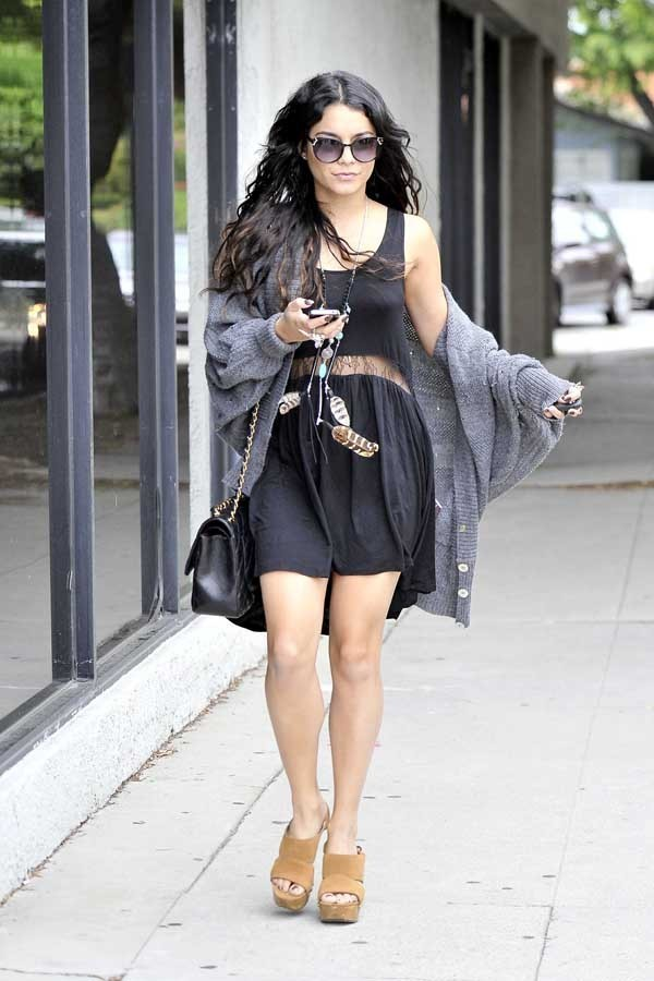 Vanessa Hudgens en sortie shopping hier à Los Angeles