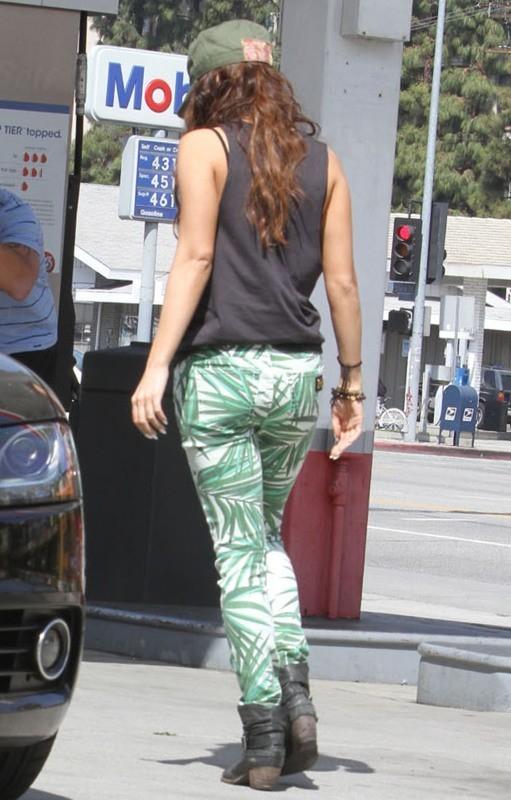 Vanessa Hudgens le 17 mars 2013 à Studio City