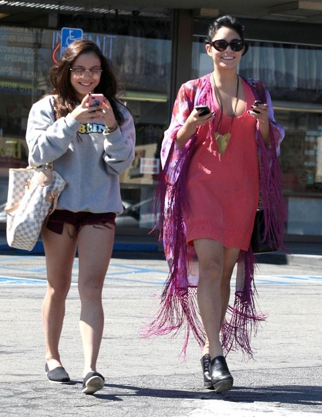Avec Stella Hudgens, moins lookée que sa célèbre soeur !