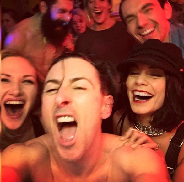 """Photos : Vanessa Hudgens et sa relation avec Zac Efron """"Je n'en pouvais plus"""""""